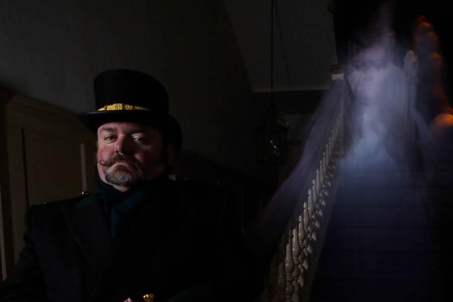 Hampton Court Palace ghost tours