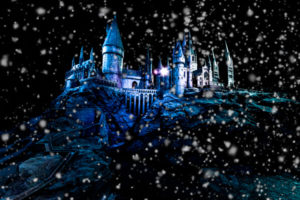 harry-potter-hogwarts-in-the-snow-at-christmas