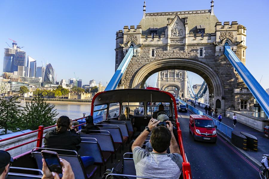 vintage bus tour london tower bridge